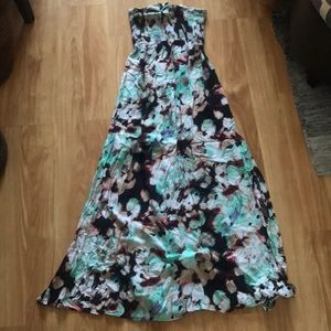 Dresses & Skirts - Long floral tub top dress with two slits